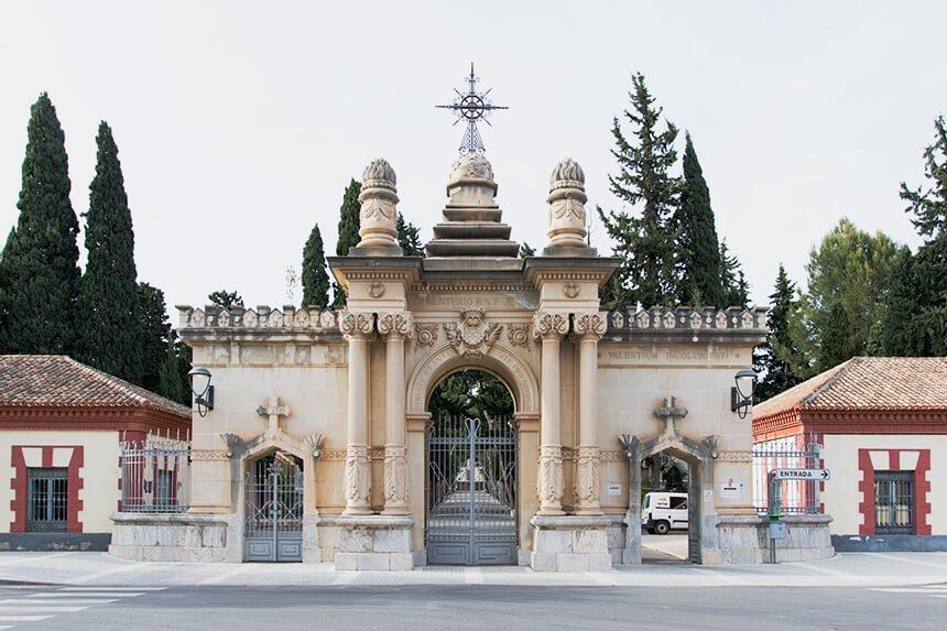 Puerta principal del cementerio de Murcia, Nuestro Padre Jesús