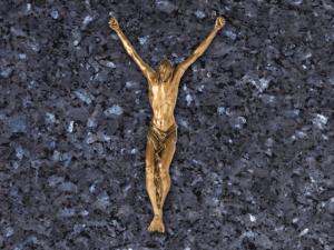Cristo colgado de la cruz de bronce