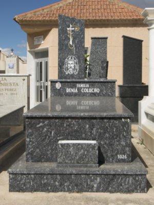 Lápida con cristo grabado con chorro de arena