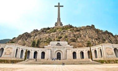 Franco está enterrado en el valle de los caídos