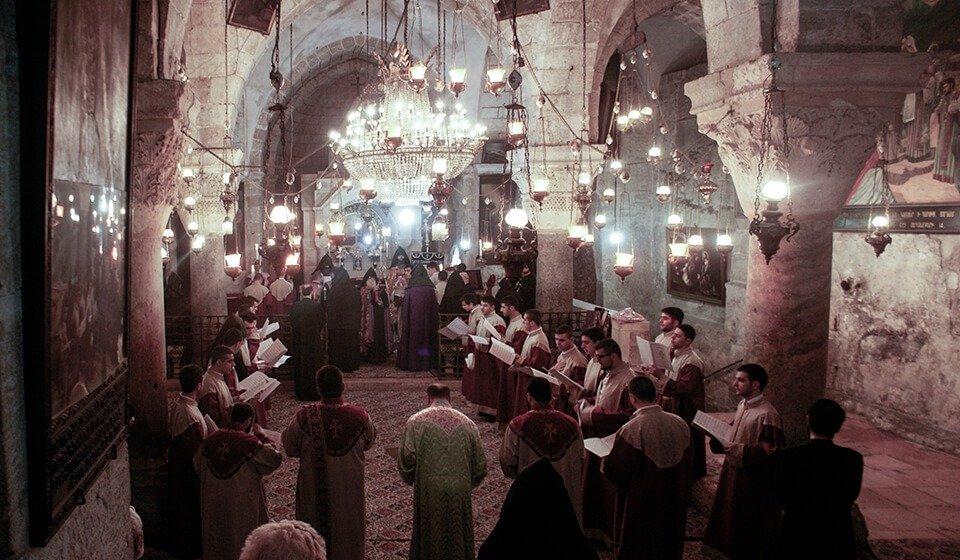 Misa en la iglesia de Santa Helena de Jerusalen