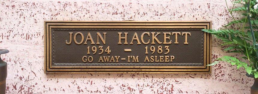 Lápida de Joan Hackett