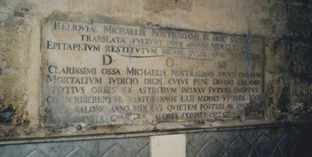 Lápida de Nostradamus