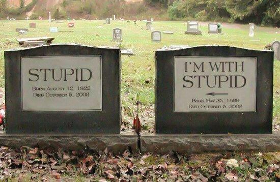 Pareja de lápidas gracioasas para marido y mujer
