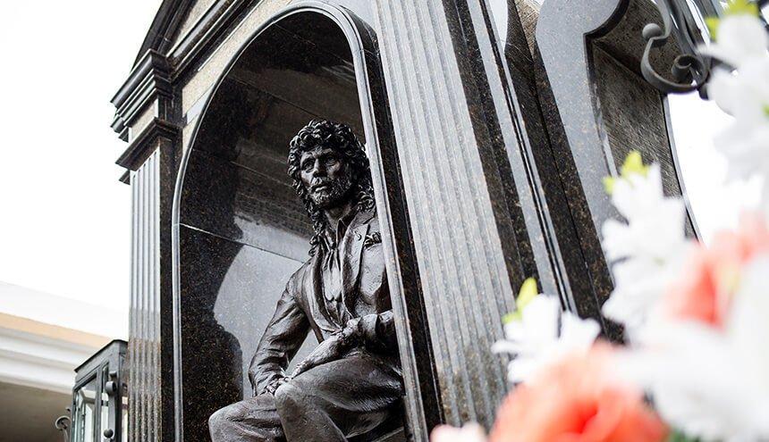 Estatua en la tumba de Camarón