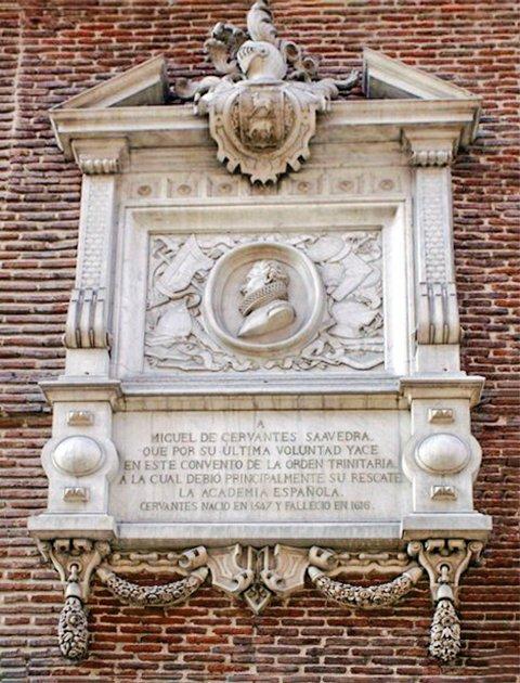 Placa conmemorativa en el monasterio de San Ildefonso y San Juan de la Mata a Cervantes